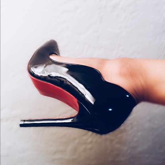 size 40 776f4 03255 Black Patent Red Bottom Wavy Pumps 38.5 NWT